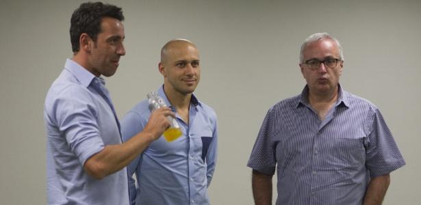 Edu Gaspar (à esquerda), com Alessandro e Roberto de Andrade: ainda presente nas discussões do clube