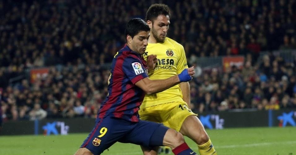 Luis Suárez (esq.) e Victor Ruiz disputam bola durante jogo de ida da semifinal da Copa do Rei