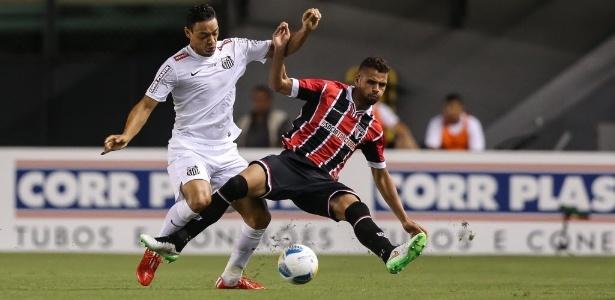 Ricardo Oliveira em partida contra o São Paulo em 2015: sete gols no ex-clube pelo Santos