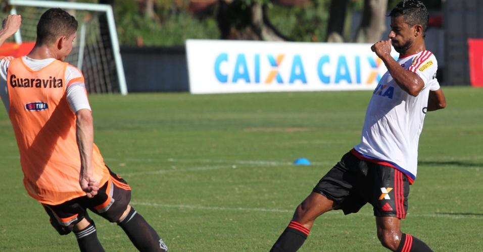 12 fev. 2015 - Léo Moura participa de treinamento no Flamengo após se recuperar de lesão muscular