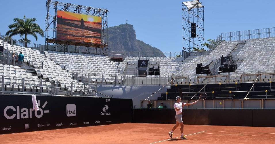 12 fev. 2015 - Rafael Nadal treina sob sol forte do Rio de Janeiro antes de estrear no torneio