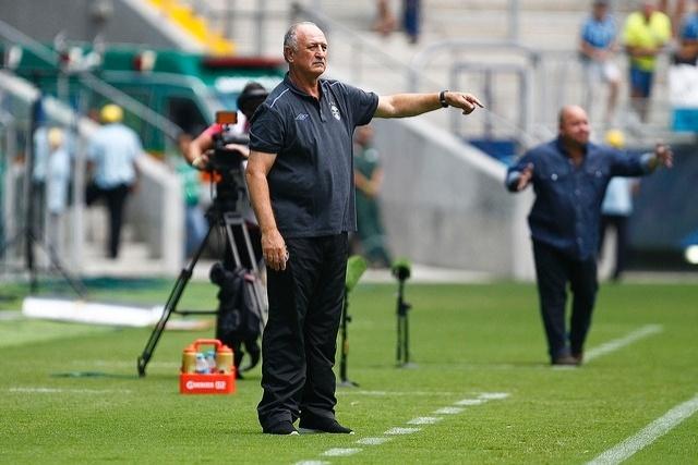 14 jan 2015 - Felipão comanda Grêmio em derrota para o Veranópolis, neste sábado