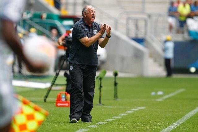 14 jan 2015 - Felipão se irrita com erros do Grêmio contra o Veranópolis