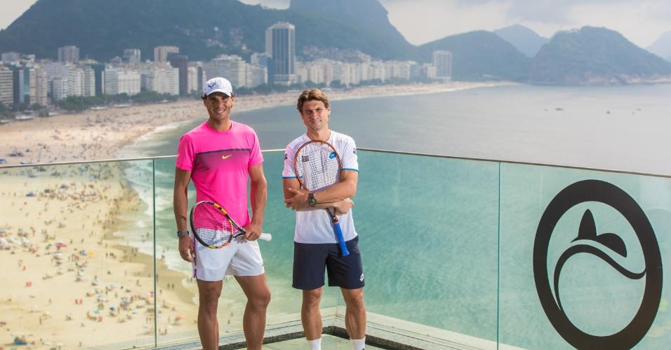 Nadal e Ferrer posam com a praia de Copacabana ao fundo