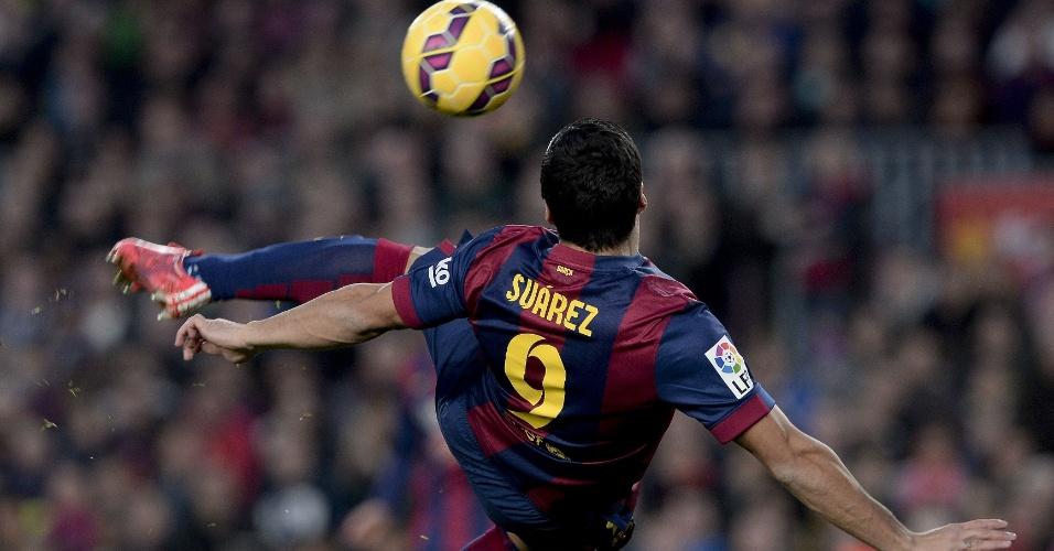 Luis Sua?rez acertou um belo voleio para anotar o quinto gol do Barcelona