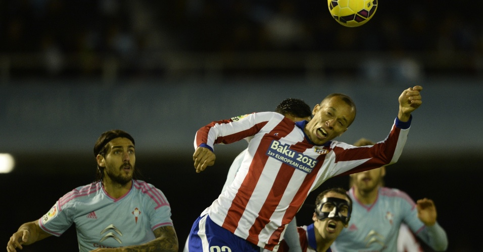 Miranda, do Atlético de Madri, em ação contra o Celta, pelo Campeonato Espanhol