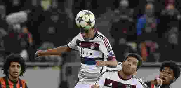 Rafinha, atualmente no Bayern de Munique, está na mira do Cruzeiro para 2018 - AFP PHOTO / TOBIAS SCHWARZ
