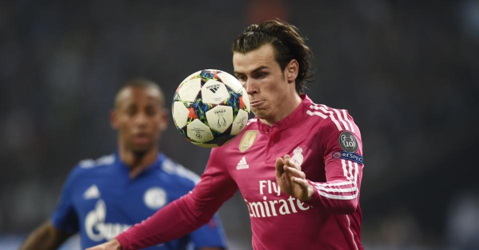 Bale domina a bola com a cabeça durante jogo do Real Madrid na Liga dos Campeões