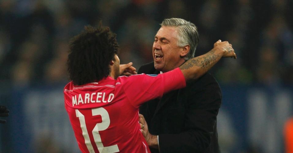 Marcelo comemora segundo gol do Real Madrid com o técnico Carlo Ancelotti