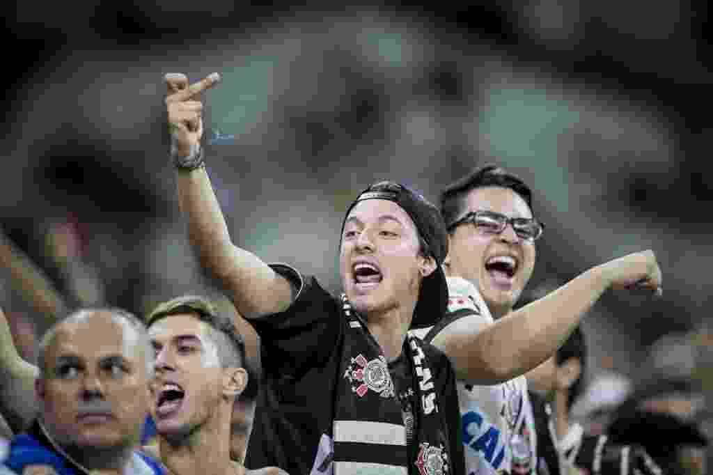 Torcida do Corinthians provoca são-paulinos no Itaquerão antes de jogo - Adriano Vizoni/Folhapress