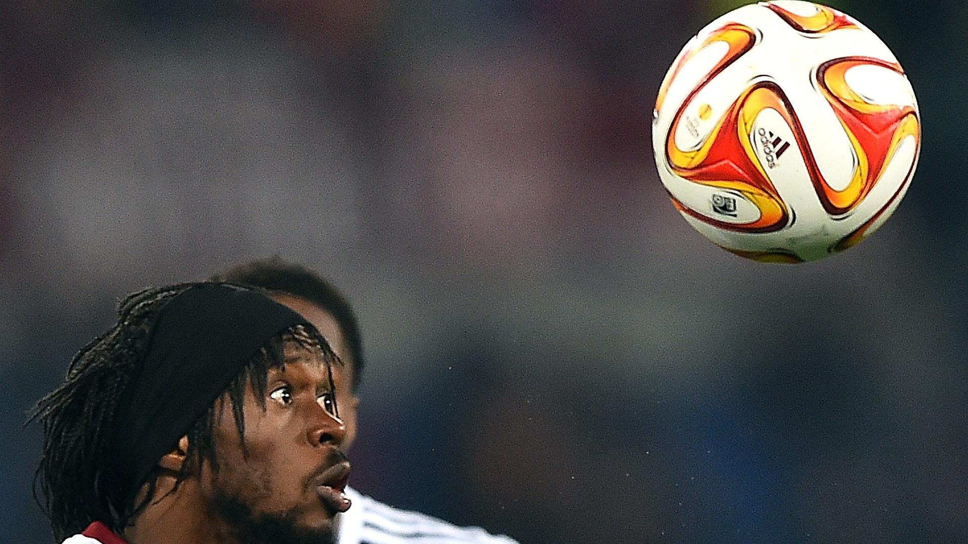 Gervinho atento no lance contra o Feyenoord. Atacante foi o autor do gol da Roma