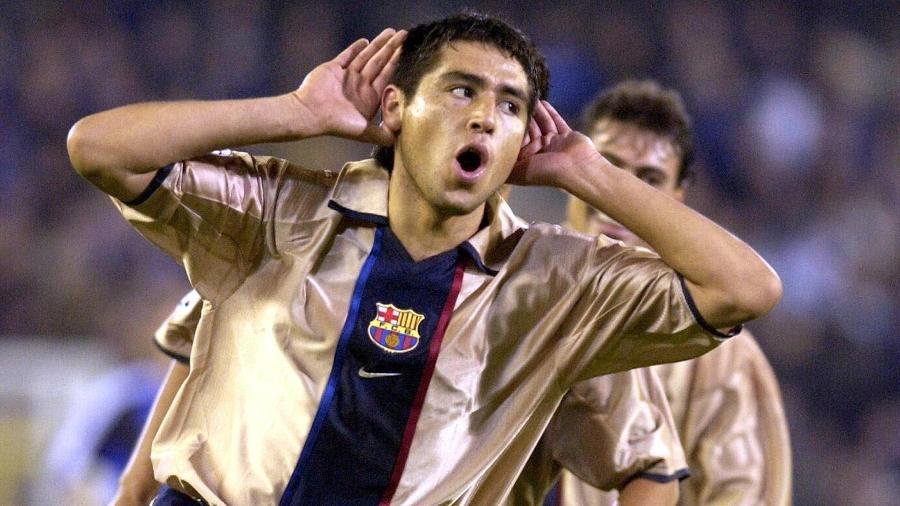 Riquelme em ação pelo Barcelona, em 2002 - AFP PHOTO