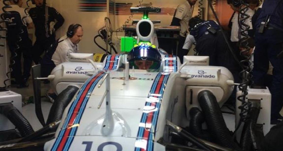Felipe Massa nos boxes da Williams para a segunda sessão de testes desta sexta-feira em Barcelona