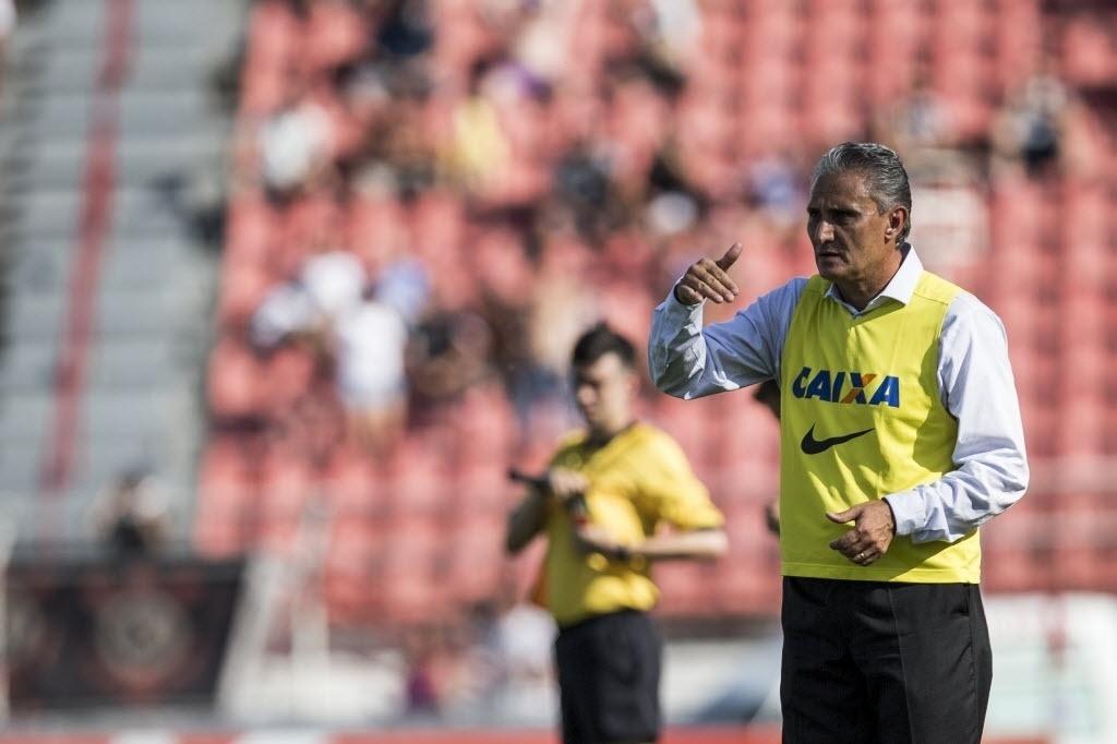 Tite orienta time do Corinthians contra o Ituano