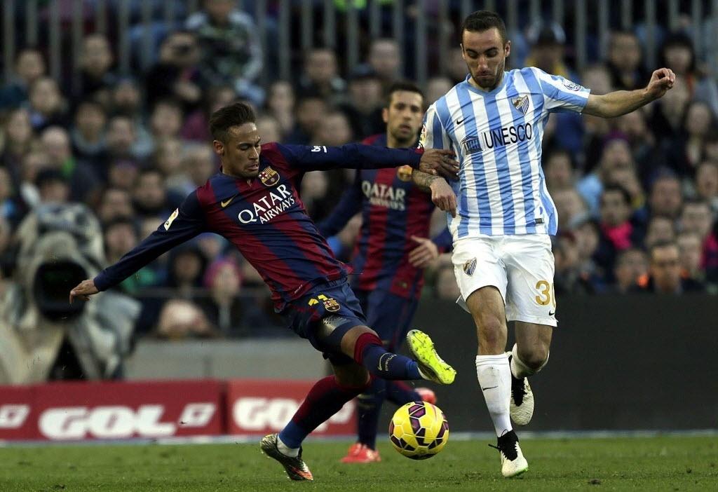 Neymar dá tesoura em jogador do Málaga