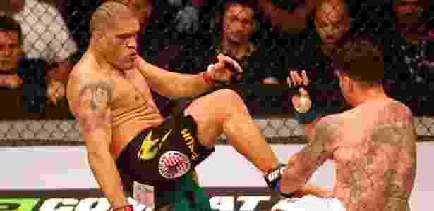Pezão tenta um chute frontal contra Frank Mir em luta pelo UFC - Lucas Uebel/inovafoto
