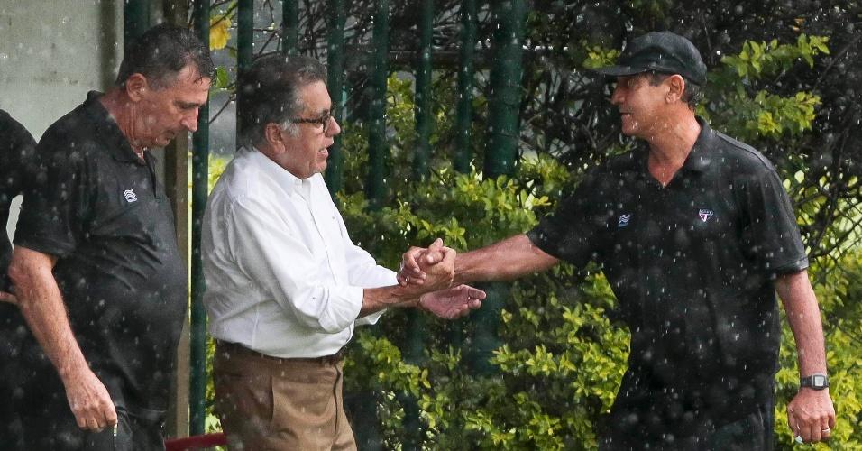Carlos Miguel Aidar conversa com Muricy Ramalho durante treinamento do São Paulo