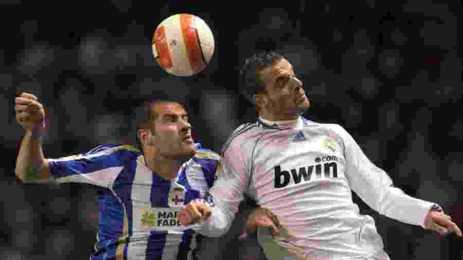 Roberto Soldado, atacante do Real Madrid, disputa bola com Alberto Iopo, do La Coruña, pelo Espanhol de 2008 - EFE/Lavandeira jr
