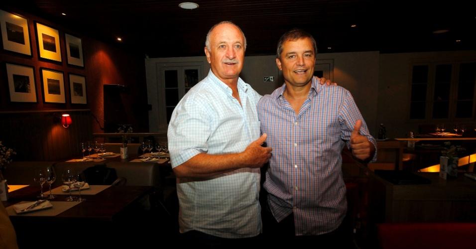 27.fev.2015 - Felipão e Diego Aguirre em jantar de confraternização antes do Gre-Nal 404