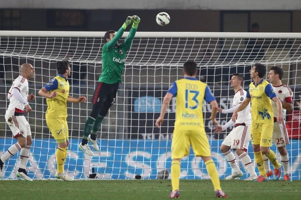 Goleiro Diego Lopez, do Milan, foi um dos destaque da partida contra o Chievo pelo Campeonato Italiano