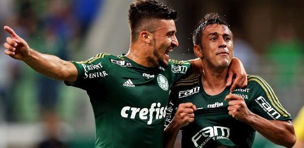 Robinho comemora gol de falta para o Palmeiras do duelo contra o Capivariano - Ernesto Rodrigues/Folhapress