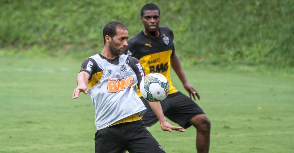 O volante Pierre em treino do Atlético-MG