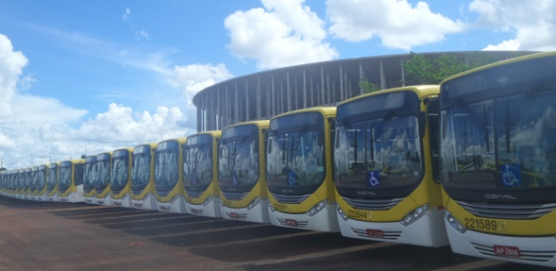 São mais de 400 ônibus estacionados no anel externo do estádio diariamente - Daniel Brito/UOL