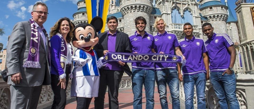 Kaká divulga time do Orlando City em evento com Mickey na Disney