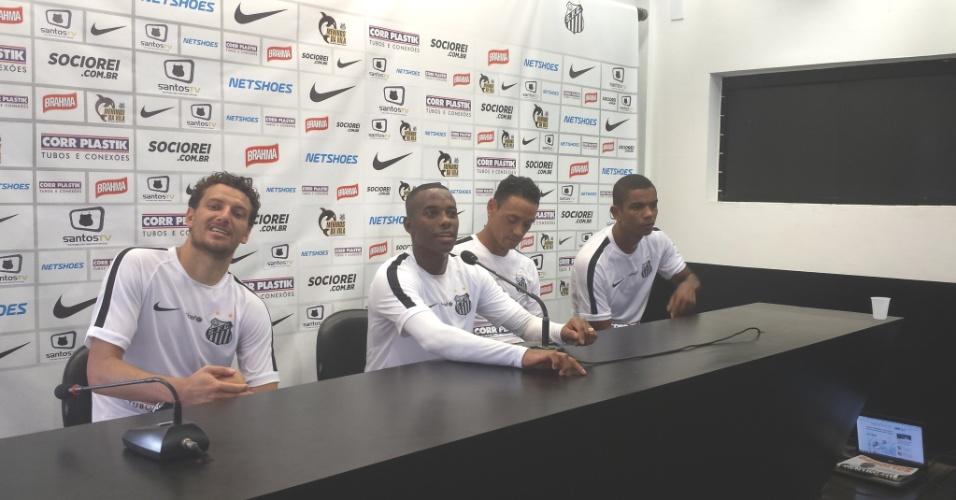 Robinho, ao lado de Elano, Ricardo Oliveira e David Braz, fez pronunciamento no CT