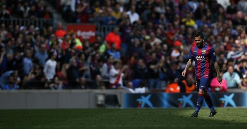 Daniel Alves é expulso em goleada do Barcelona