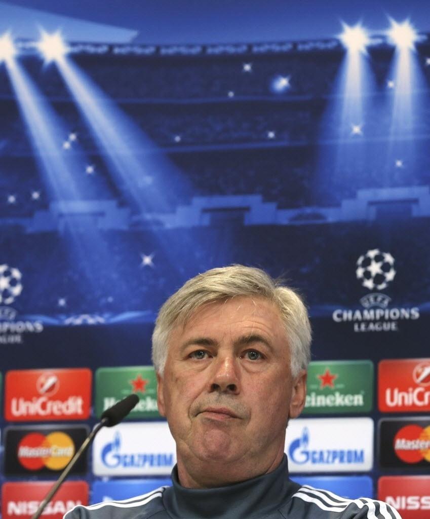 Carlo Ancelotti dá entrevista coletiva antes do jogo contra o Schalke 04