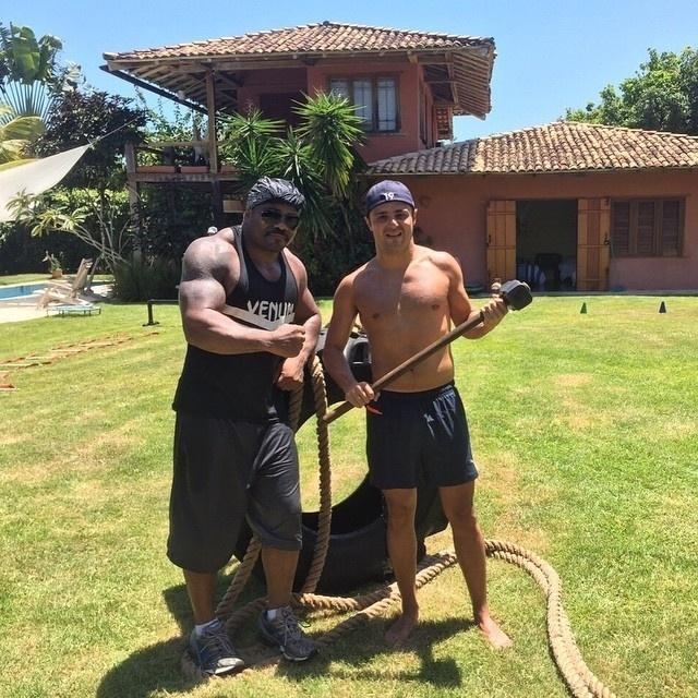 As férias não foram só festa para Felipe Massa. O brasileiro da Williams também treinou pesado em Trancoso, na Bahia