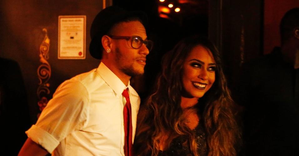 Neymar aproveita folga do Barcelona para curtir uma badalada festa de aniversário da irmã, Rafaella, que completou 19 anos. A comemoração foi em uma boate em São Paulo e contou com diversos amigos do jogador do Barcelona