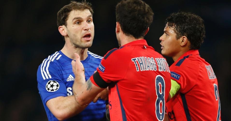 Ivanovic se desentende com Thiago Motta e Thiago Silva no confronto entre Chelsea e Paris Saint-Germain