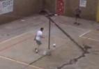 Pistorius é filmado jogando futebol com acusado de sequestro e assassinato