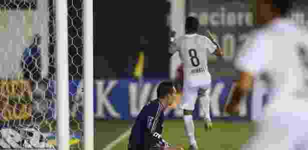 Renato ainda sente dores no tornozelo esquerdo e não treinou nesta quinta-feira - Eduardo Anizelli/Folhapress