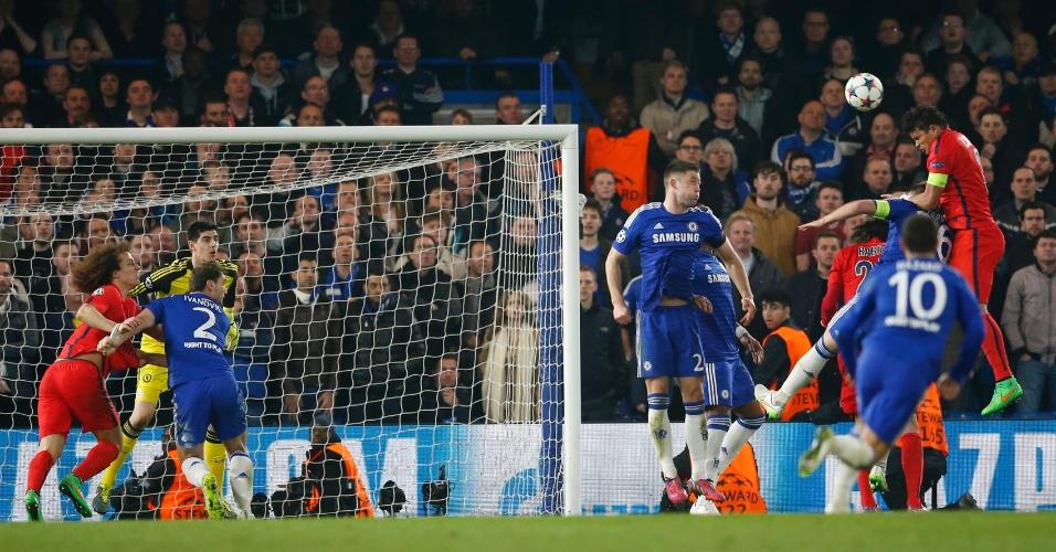 Thiago Silva se reabilita, sobe mais que a zaga do Chelsea e empata o jogo para o PSG