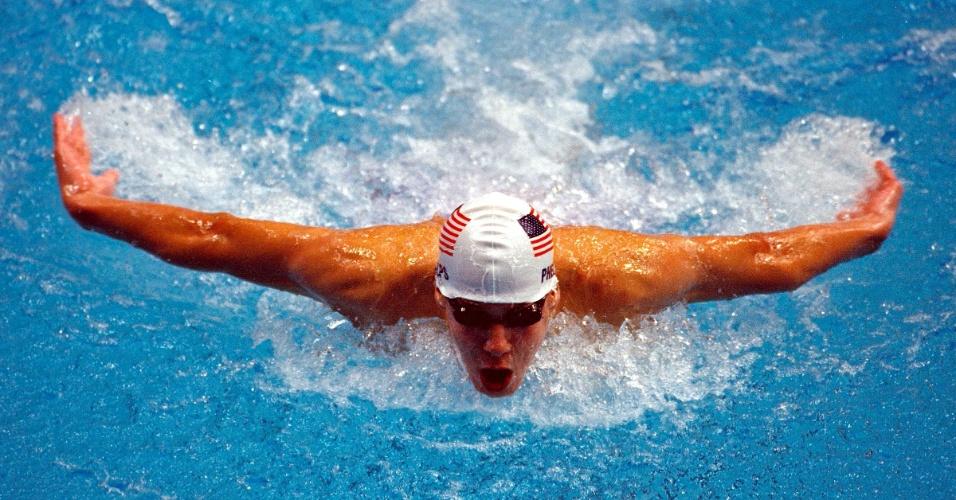 Michael Phelps em sua primeira vez nos Jogos Olímpicos, nas eliminatórias dos 200m borboleta em Sydney-2000