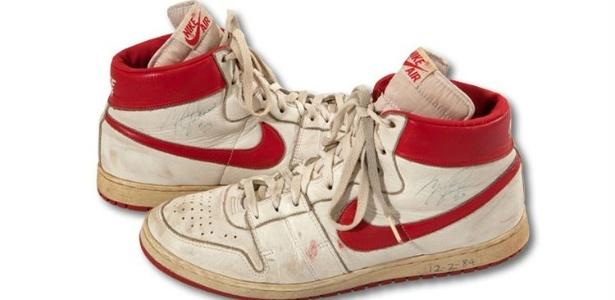 eca14253077 Tênis usado por Michael Jordan no primeiro ano de NBA vai a leilão ...