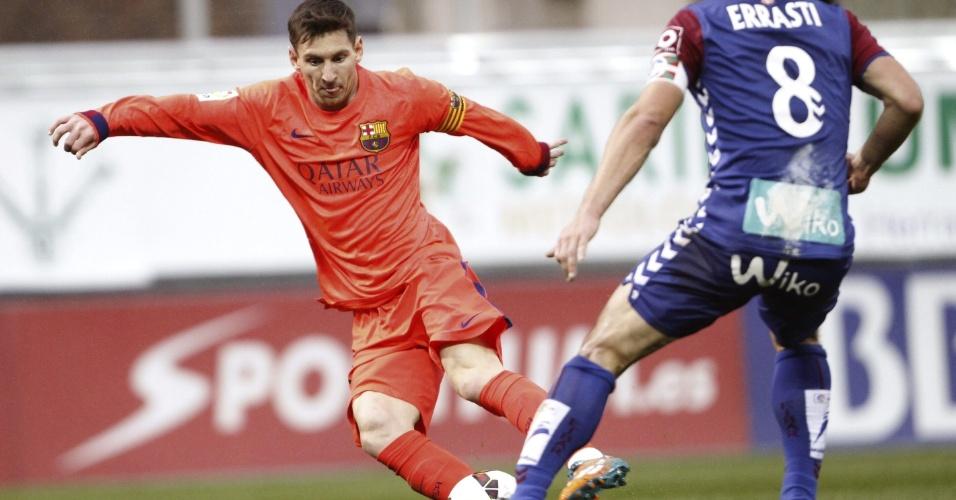 Messi encara marcação do meio-campista Jon Errasti, do Eibar