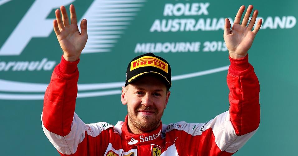 15.mar.2015 - Em sua primeira corrida pela Ferrari, Sebastian Vettel celebra o terceiro lugar no GP da Austrália