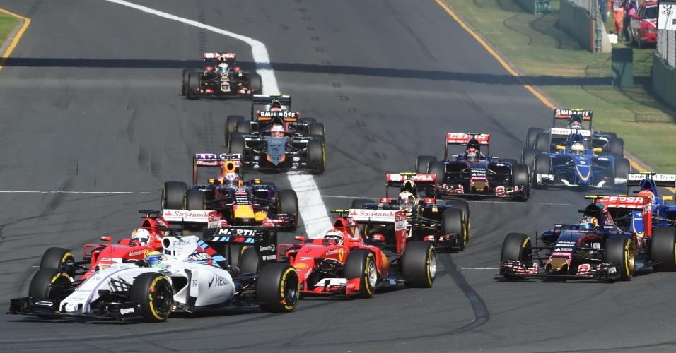 15.mar.2015 - Felipe Massa, da Williams, briga para manter a terceira posição no GP da Austrália