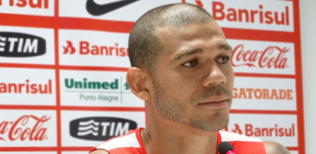Volante Nilton voltou a treinar com o Internacional nesta segunda-feira