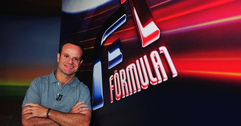Rubens Barrichello posa na TV Globo, em 2013, quando estreou como comentarista