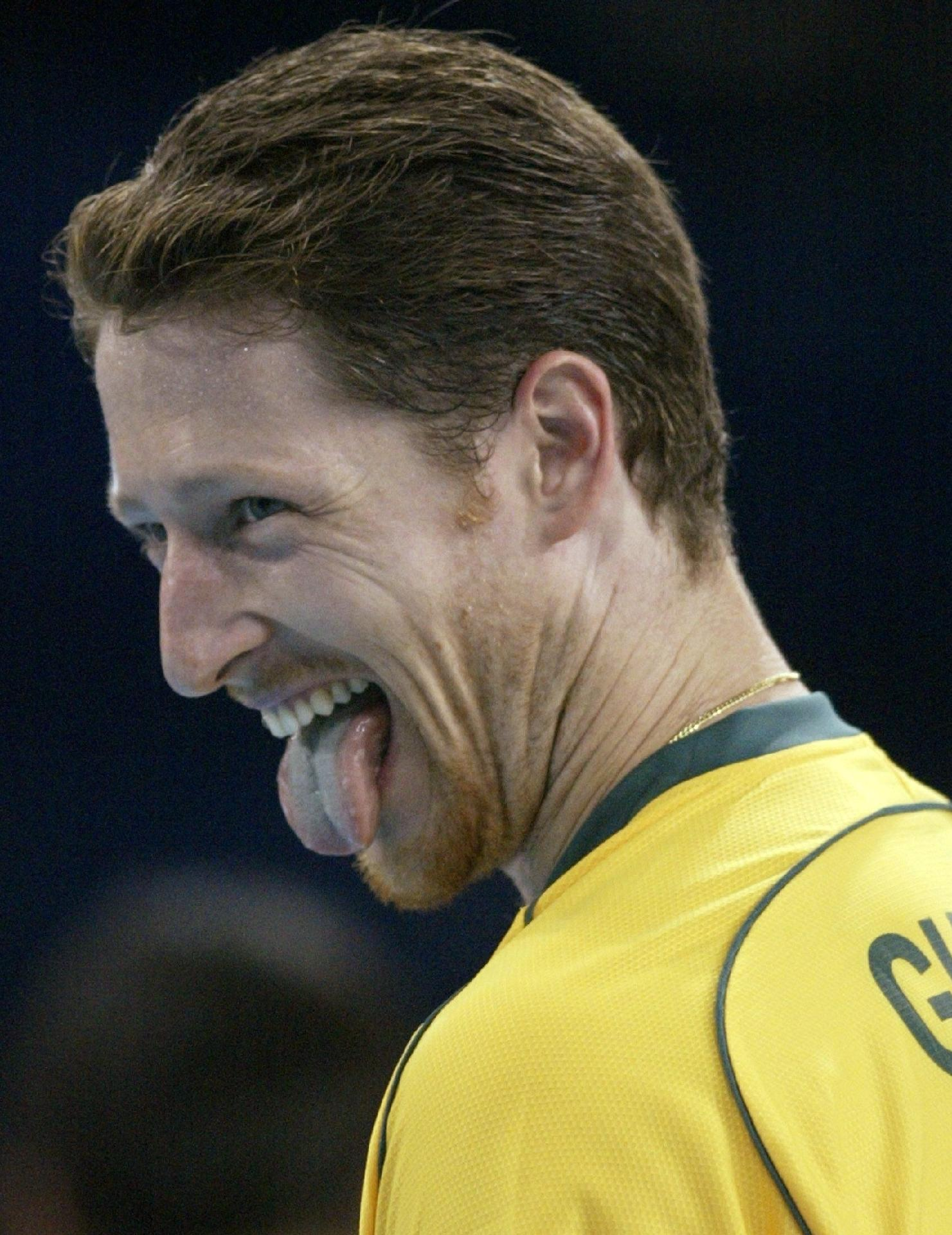 Com a camisa do Brasil, Gustavo tem dois títulos mundiais, um ouro e uma prata nas Olimpíadas, dois ouro em Pans (2007 e 2011), além de vencer a Liga Mundial seis vezes.