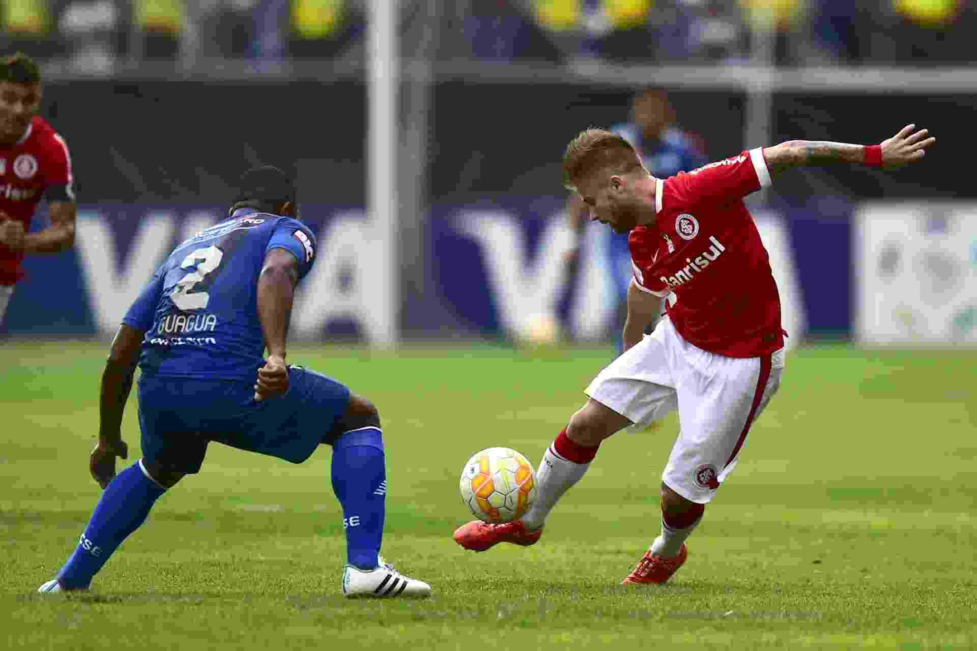 0af43cd021 Fotos  Emelec e Internacional pela Libertadores - 18 03 2015 - UOL ...