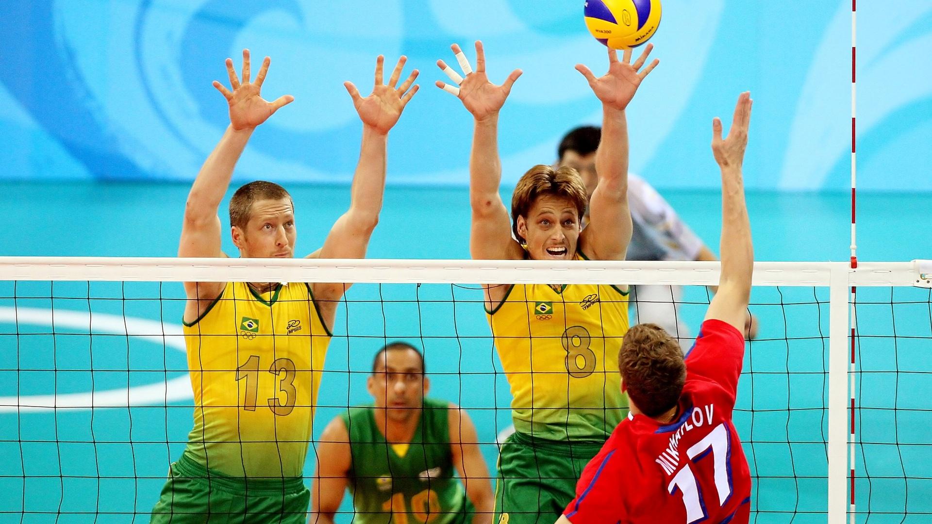 Gustavo (esq.) teve o privilégio de defender o Brasil ao lado do irmão Murilo (dir.)