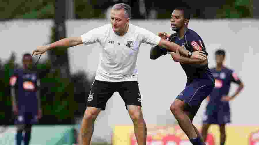 """Robinho foi um dos responsáveis pela """"não"""" contratação de Dorival Júnior neste ano - Divulgação/Santos FC"""