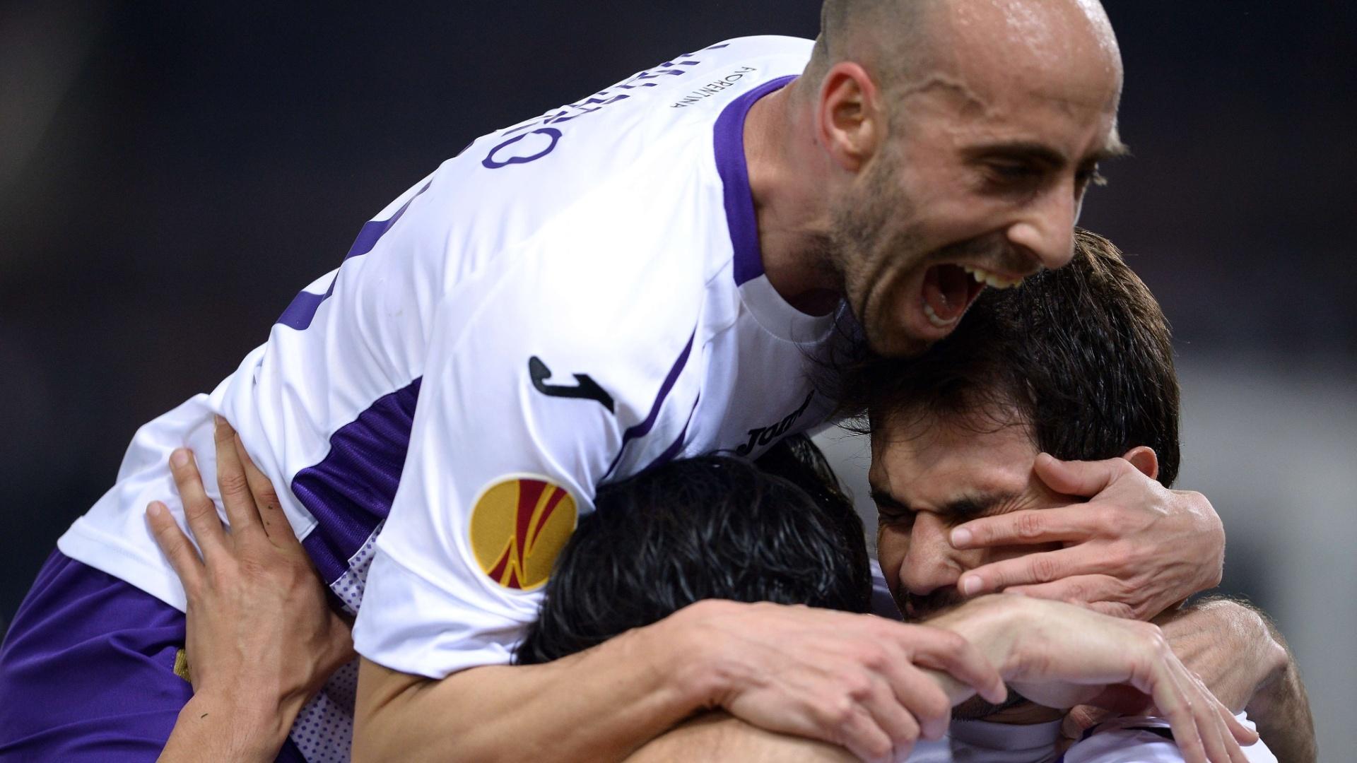 Borja Valero se empolgou na comemoração do terceiro gol e acabou machucando o companheiro Basanta