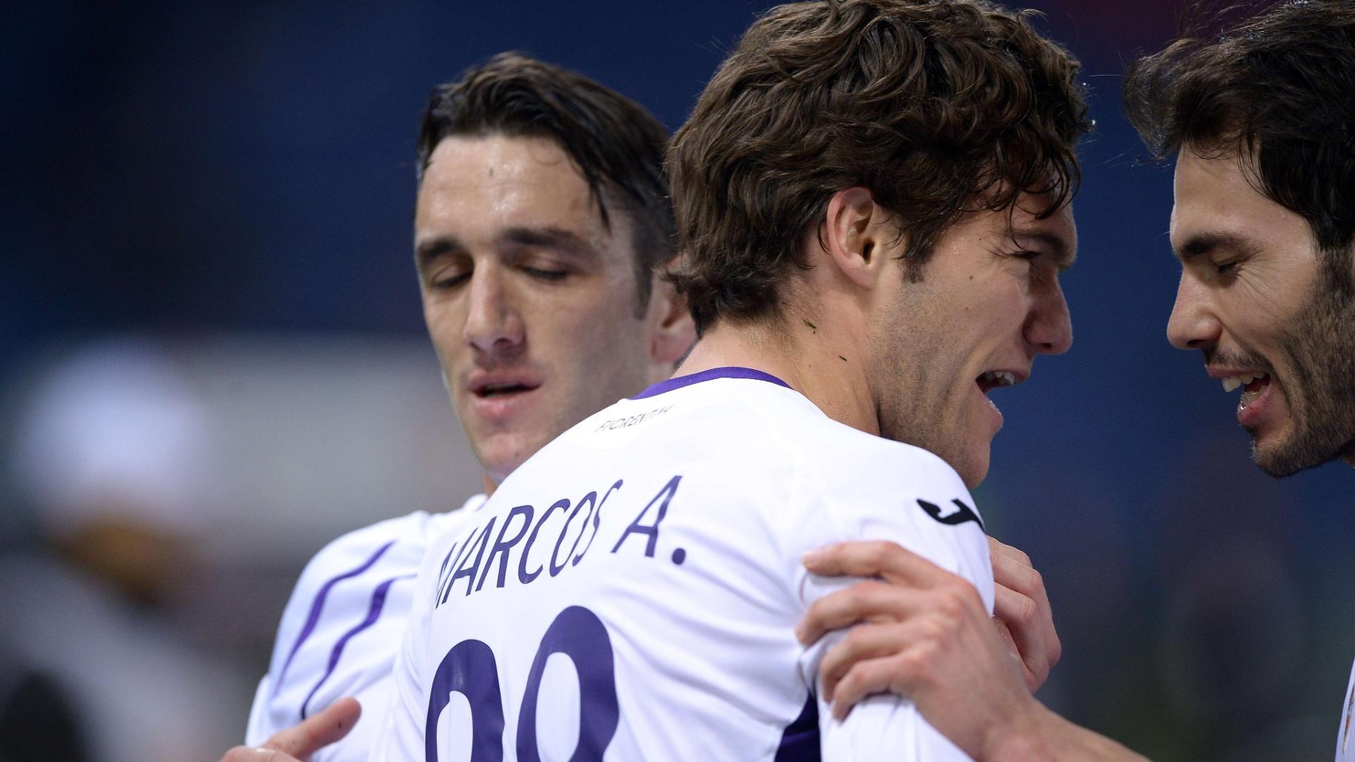 Marcos Alonso, da Fiorentina, comemora segundo gol marcado contra a Roma